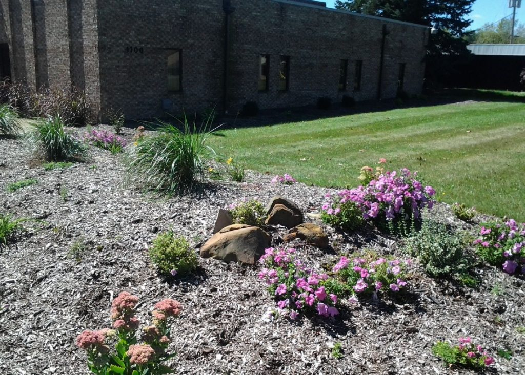 Merveilleux Our Landscaping Services Are Available For Residential As Well As  Commercial Properties Here In Akron Ohio.