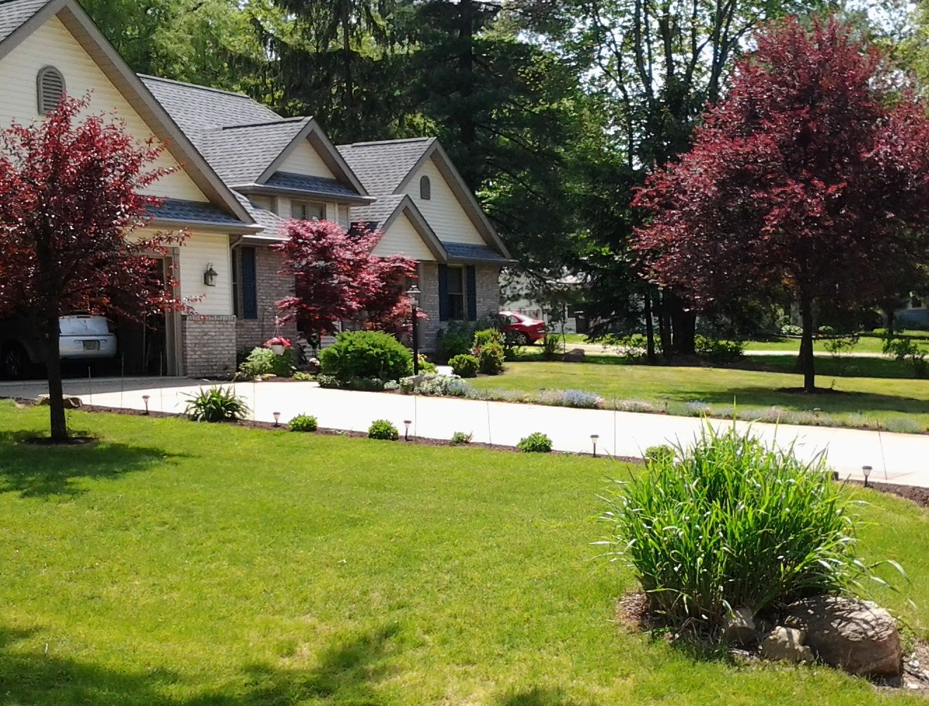 Landscaping akron ohio 4 seasons services lawn care and for Lawn care and maintenance